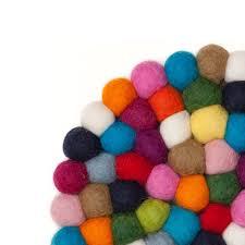 tapis boule feutre tapis rond lotte de myfelt dans l u0027e boutique