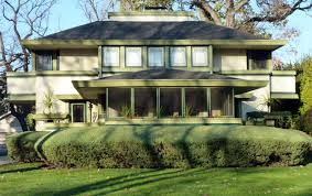 frank lloyd wright architectural style with natural green plant