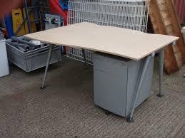 Maple Reception Desk by Herman Miller Maple 1400 Wave Desk U0026 Pedestal 1273 Wave Desks