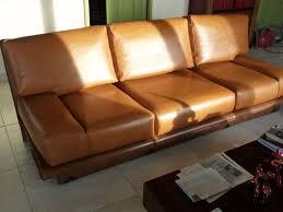 un canapé réfection d un canapé en cuir au fil des matières