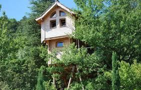 chambre d hote cabane dans les arbres cabane dans les arbres la cabane de léna à entrechaux vaucluse
