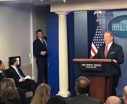 Youtube Whitehouse Rob Gronkowski Crashes White House Press Briefing Asks Spicer If