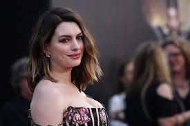 anne hathaway nude pic anne hathaway sexy cleavage charming smile alice through the