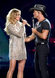 Faith Hill Meme - moment country singer tim mcgraw collapses on stage and is rushed to
