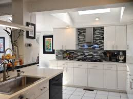 Classic White Kitchen Cabinets Black And White Backsplash Wonderful 20 Classic White Kitchen