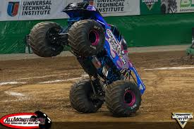 bigfoot monster truck st louis bradshaw and meents stand tall in st louis monster jam fs1