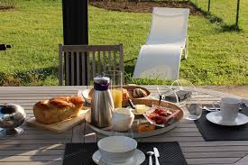 chambre et petit dejeuner chambre d hotes georges de montaigu 85 petit dejeuner exterieur