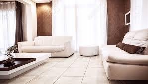 Wohnzimmer Tisch Deko Luxus Wohnung Design Weißen Leder Couch Luxuriöse Tisch Braun