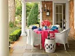 Southern Living Outdoor Spaces by How To Create A Cozy Outdoor Dining Space Southern Living