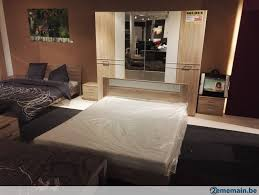 chambre avec miroir chambre à coucher avec déco bois avec miroirs a vendre