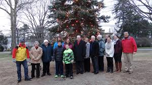 christmas tree on mill plain green warms a cold night fairfield