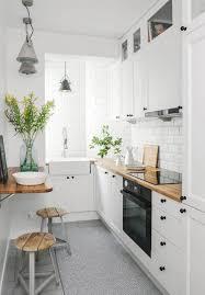 cuisine blanche et plan de travail bois cuisine blanche en 100 idées tour d horizon des différents styles