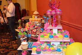 some cool wars cake wars mineola bakery the crumb wins food network s cupcake