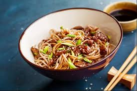 cuisine asiatique facile recette de nouilles à l asiatique boeuf et légumes facile et rapide