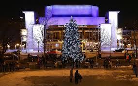 Milwaukee Lights Milwaukee Kicks Off Holiday Season With Tree Lighting Festivities