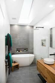 kleine badezimmer fliesen kleines bad fliesen helle fliesen lassen ihr bad größer