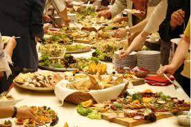 buffet mariage mariage réunir ses invités autour d un buffet avec une animation