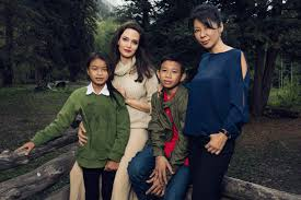 Angelina Jolie Mansion by See Angelina Jolie Emma Stone And More In Exclusive Telluride