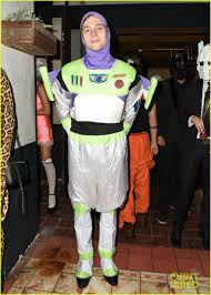 luke hemmings u0026 arzaylea coordinate u0027toy story u0027 costumes for jj u0027s