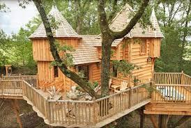 chambre d hote cabane dans les arbres cabane perchée dans les arbres en dordogne avec maisons de