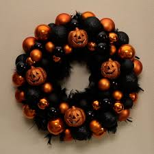 sew in love halloween wreath tutorial
