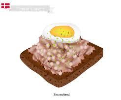 cuisine danemark smorrebrod avec liverpaste coupé le plat national du danemark