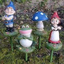 gnomeo u0026 juliet garden stakes 4 29 99 garden fun