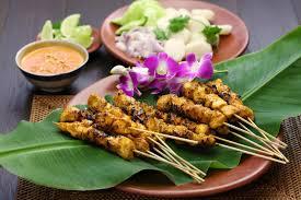 cuisine indonesienne poulet satay avec de la sauce à arachide cuisine indonésienne de