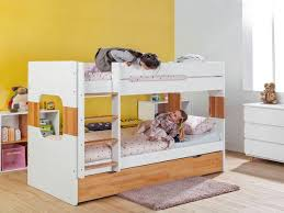 bébé dort dans sa chambre comment aider bébé à dormir dans sa chambre femme actuelle