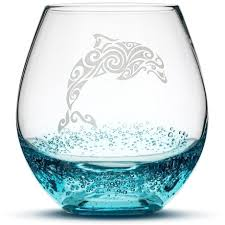 wine glass with tribal stingray design etched