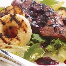 cuisiner le foie de veau salade tiède de foie de veau aux bleuets ricardo
