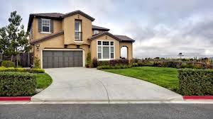 How Many Square Feet Is A 3 Car Garage by What Are Standard Driveway Lengths And Widths Reference Com