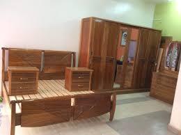 chambre à coucher bois massif chambre coucher en bois massif mobilier en bois massif lit en bois