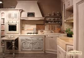Cucine Provenzali Foto by Cucina Legno Chiaro Con Divano Arredamento Shabby Kitchens