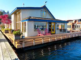 how cool would it be to live in a floating house and have a wrap