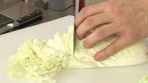 comment cuisiner du chou blanc préparer un chou chinois astuce cuisine vins