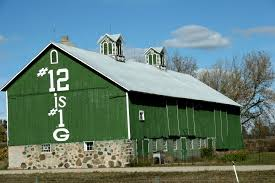 what color is this green bay packers barn minnesota prairie roots