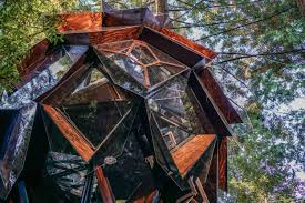 three house o2 treehouse