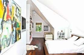 meuble chambre mansard meuble pour chambre mansarde dressing sous pente avec rideaux