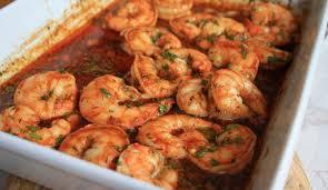 cuisiner des crevettes crevettes cajun épicées recette de 30 minutes qui nourrit une