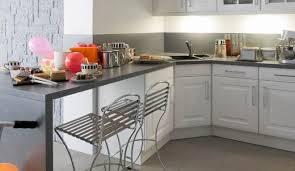 repeindre sa cuisine rustique relooker sa cuisine rustique vue du salon avant achat de la maison