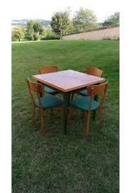 table avec 4 chaises ensemble vintage table avec rallonges 4 chaises en skai vert