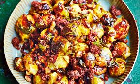 cuisiner des chataignes ecrasé de choux de bruxelles braisés au chorizo et châtaignes