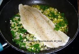 cuisiner dos de cabillaud poele cabillaud poêlé à l ail et au persil
