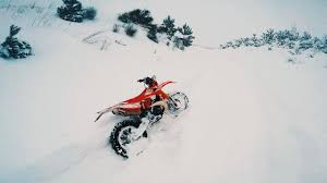 snow motocross bike dirt bike riding in deep powder snow u2013 beta rr 250 2t u2013 enduro