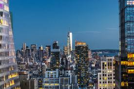 Roof Top Bars In Nyc Enjoy Your Drink With A View At 5 Buzzy New Nyc Rooftop Bars New