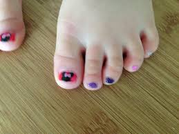 minnie mouse toe nails by everyoneslawschool on deviantart