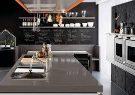 cuisine mur noir le guide de la cuisine plan de travail équipement sol mur