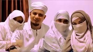 hijaber ini canangkan program agar istri bisa terima poligami