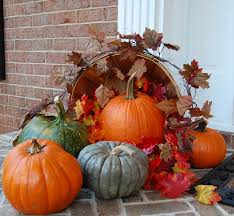cool home thanksgiving porch decor ideas with orange pumkins on